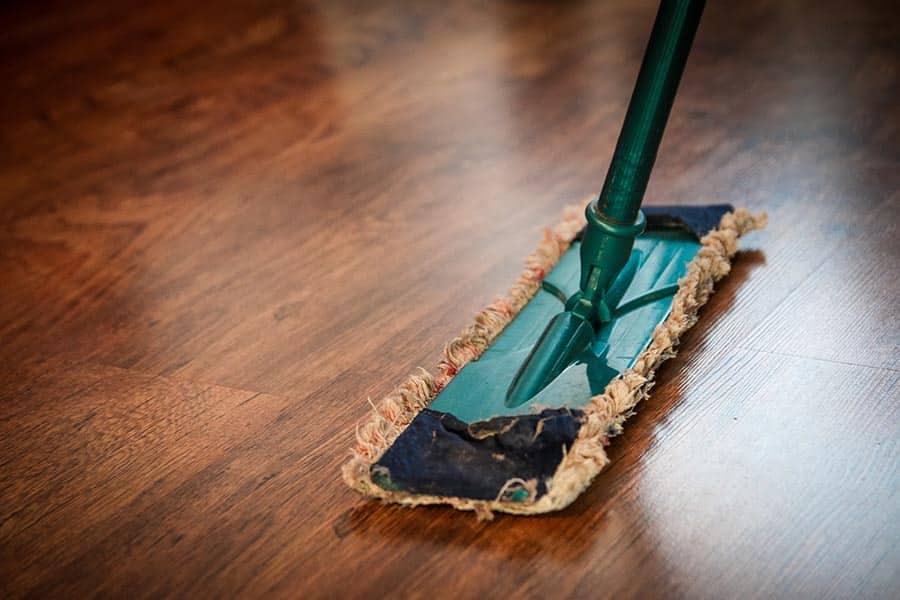 produits d'entretien pour laver le sol