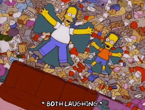 homer et bart simpson s'amusent dans leurs déchets - pitumarka