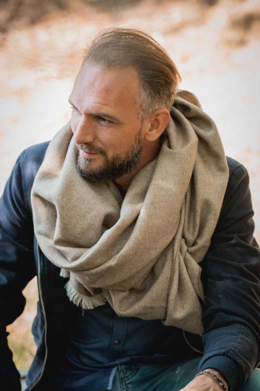 Alban avec son étole royal alpaga couleur crème