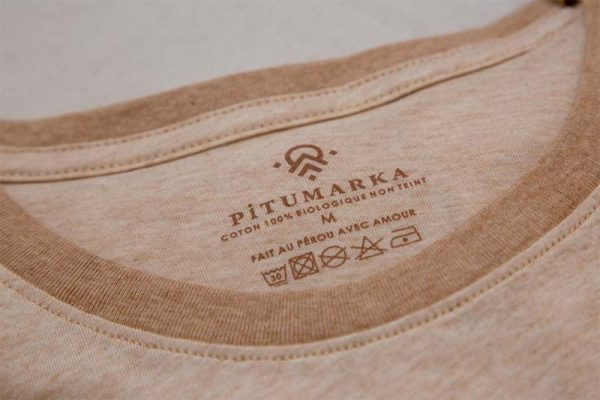etiquette de vêtement pitumarka avec les conseils d'entretien et la composition coton bio non teint